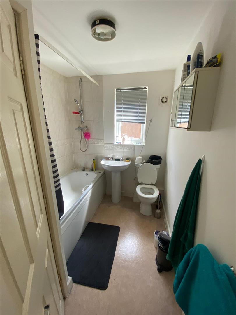 2 Bedroom Block Of Flats For Sale - 17.jpg